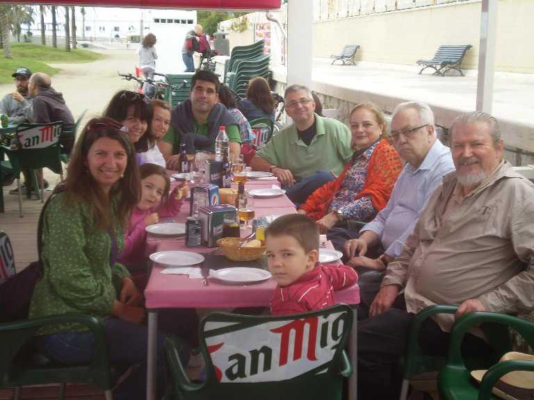 Almuerzo familiar en el chiringuito de la Malagueta, Málaga, 2013