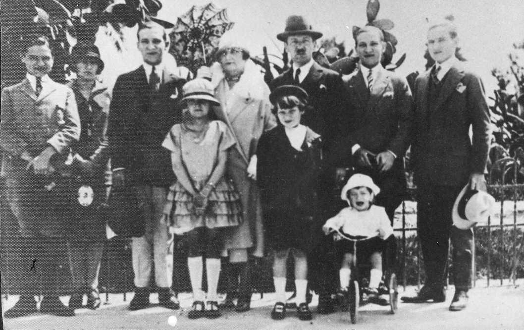 Mis abuelos y sus 8 hijos. Niza, 1926