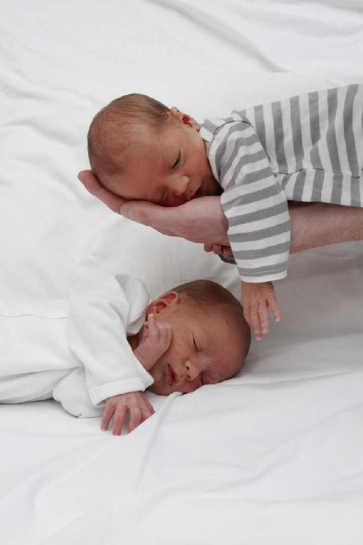 Los gemelitos recién nacidos. Bruselas, abril/2014
