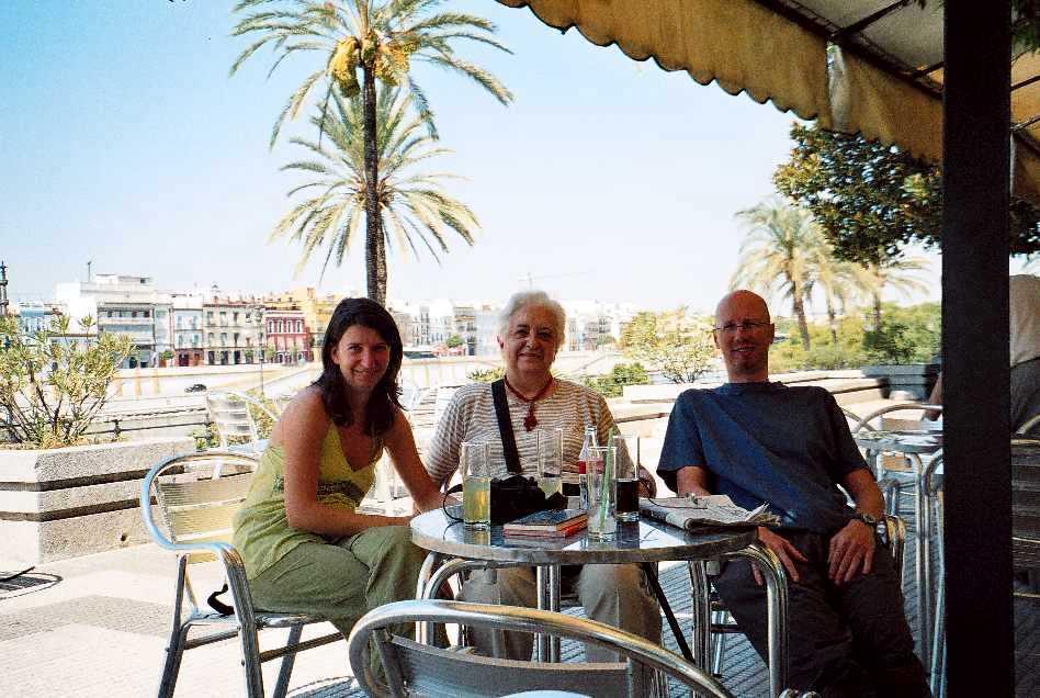 En Sevilla con su mamá